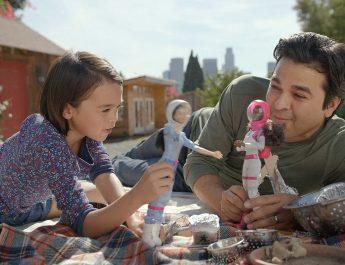 Barbie y su nueva campaña inspirada en los papás