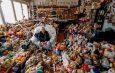 Mujer coleccionó 20,000 peluches en 65 años